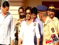 shahrukh khan angry on farmer commits suicide at kejriwal's rally