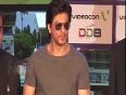 OMG! Shahrukh Khan 's Fan and Raees Postponed! |Find Out Why!