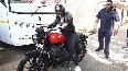 Sonakshi rides a bullet, leaves Mumbai streets in a frenzy