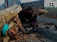 7 people dead after car rams into lorry