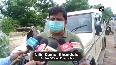 Ch'garh: Locals loot overturned liquor truck in Kabirdham