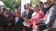 CM Raje flags off 15 Annapurna Rasoi Vans in Alwar