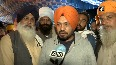 Watch Actor Gurpreet Ghuggi sits with protesting farmers at Singhu Border.mp4