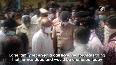 Kin of COIVD-19 patient protest outside hospital in Karnataka.mp4