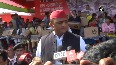 Akhilesh Yadav distributes laptops and tablets to meritorious students