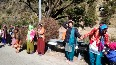 People of Uttarakhand s Chamoli form human chain to attract govt s attention over road widening.mp4