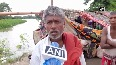 Hit by flood, locals set up temporary shelters along road in Muzaffarpur.mp4
