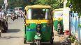 Auto-rickshaw drivers in Kolkata struggle to find passengers.mp4