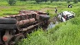 7 dead after car rams into standing truck in Karnataka