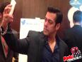 Salman Khan Clicks His Selfie