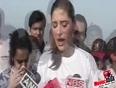 Nargis Fakhri Joins DNA s Juhu Beach Clean Up Initiative