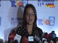 Sonakshi sheds Sari avatar, opts for short dress