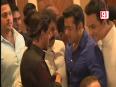 Salman Hugs Shahrukh Once Again!
