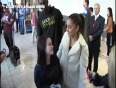(Video) Ariana Grande Kisses and Poses With Fans at Heathrow Airport